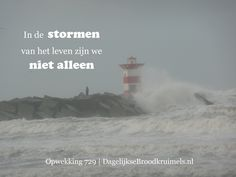 In de stormen van het leven zijn we niet alleen. Opwekking 729 #Opwekking, #Storm http://www.dagelijksebroodkruimels.nl/opwekking-729/