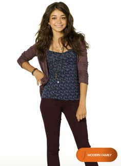 Paisley Claire is the 19 yr old sister of Davina, who's a single mother & witch Sarah Hyland, Serie Modern Family, Haley Modern Family, Fall Outfits, Summer Outfits, Cute Outfits, Hailey Dunphy, Book Tv, Films