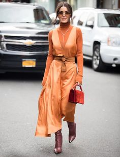 Camila Coelho Photos - Camila Coelho poses outside of the Tibi show wearing a orange jumpsuit during New York Fashion Week on February 2019 in New York City. - Street Style - New York Fashion Week February 2019 - Day 4 Street Style New York, Best Street Style, Street Style Outfits, 30 Outfits, Simple Outfits, Urban Outfits, Big Fashion, New York Fashion, Look Fashion