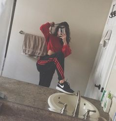 49 images about School Outfits on We Heart It Mode Outfits, Trendy Outfits, Girl Outfits, Fashion Outfits, Womens Fashion, 90s Fashion, Lazy Day Outfits, Fashion Belts, School Outfits