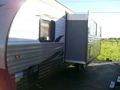 2016 New Forest River GREY WOLF 26 DBH Travel Trailer in Kentucky KY.Recreational Vehicle, rv, LIMITED ED. Electric awning and front jack, 2 entrance doors, mico-wave, stove and oven, 30000 btu furnance, sleeps 10, a/c, 3 outside storages , big bath room. much more!! CALL1-877-425-3378 THANKS