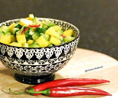 Heidi's Matkrok: AVOCADO / MANGOSALAT med chili Serving Bowls, Chili, Tableware, Dinnerware, Chile, Tablewares, Chilis, Dishes, Place Settings