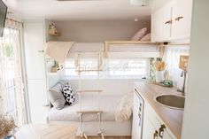 caravan renovation ideas 305330049738501891 - Flipping Millie – For the love Millie Source by cgarineaud Vintage Caravan Interiors, Vintage Caravans, Vintage Campers, Small Caravans, Vintage Airstream, Small Tiny House, Tiny House On Wheels, Camper Caravan, Camper Trailers
