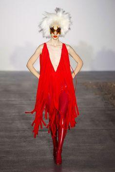Gareth Pugh Spring 2016 Ready-to-Wear Collection