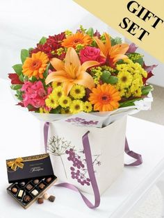 Autumn Gift Bag With Chocolates Autumn Flowers, Chocolates, Flower Arrangements, Bouquet, Bag, Gifts, Amor, Fall Flowers, Floral Arrangements
