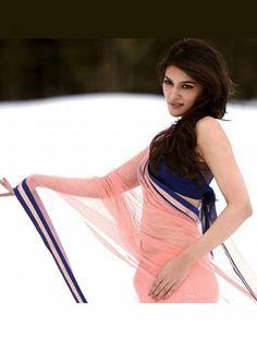 Heropanti Actress Kriti Sanon In Peach Saree