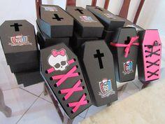 Caixão feito em papel color plus (gramatura 180g), pink, preto ou na cor que desejar. Tamanho A: 13cm  P: 2,5cm  (aproximadamente) R$ 1,85