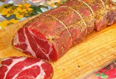 A delicious pork, in which you will not find any . - Delicious pork in which you won't find any preservatives! Jerky Recipes, Chorizo Sausage, Homemade Donuts, Smoking Meat, Charcuterie, Italian Recipes, Italian Foods, Carne, Chicken Recipes