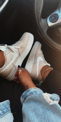 live your best life today – If you still have a pulse, God still has a purpose. - live your best life today – If you still have a pulse, God still has a purpose. Cute Sneakers, Sneakers Mode, Best Sneakers, Sneakers Fashion, Fashion Shoes, Fashion Fashion, Fashion Outfits, Sneaker Outfits, Nike Outfits