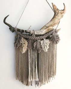 12 Awesome Macrame Projects to Make Your Walls Happy - Wildflowers and Wanderlust We've rounded up some great neutral macrame wall hanging ideas for your boho space. Check out these patterns and knots for inspiration. Macrame Wall Hanging Diy, Macrame Art, Macrame Design, Macrame Projects, Macrame Knots, Macrame Mirror, Macrame Curtain, Art Projects, Yarn Wall Art