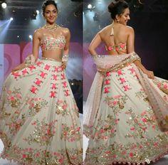 Kiara advani in papadontpreachbyshubhika Indian Bridal Outfits, Indian Party Wear, Indian Bridal Wear, Pakistani Bridal, Indian Dresses, Bridal Dresses, Bridal Gown, Party Dresses, Bridesmaid Dresses