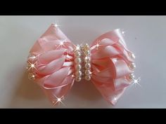 Bow of Grosgrain ribbons with your hands Kanzashi Tutorial, Hair Bow Tutorial, Ribbon Hair Bows, Diy Hair Bows, Diy Bow, Rainbow Loom Charms, Rainbow Loom Bracelets, Ribbon Sculpture, Boutique Hair Bows