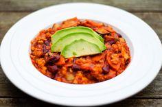 Vandaag is het weer tijd voor een 'meatless meal', geïnspireerd op een recept van Vegadutchie . Deze chili bevat tempeh, een vleesvervange...