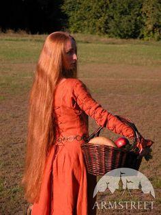 """Mittelalter Kleid """"Rothaarige Elise"""" wird aus 100% Leinen gefertigt, im Stil des mittelalterlichen Englands, das perfekt zu jeder Figur passt"""