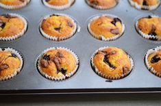 briose cu fructe No Cook Desserts, Muffin, Cooking, Breakfast, Food, Kitchen, Morning Coffee, Eten, Cupcakes