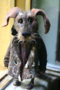 Felt dog wearing a coat Needle Felted Animals, Felt Animals, Needle Felting Tutorials, Felt Dogs, Felt Hearts, Wet Felting, Soft Sculpture, Handmade Toys, Textile Art