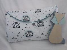 Matelas à langer nomade motif panda - Un grand marché Panda, Diaper Bag, Bb, Couture, Changing Pad, Changing Bag, Pacifier Holder, Quirky Gifts, Diaper Bags