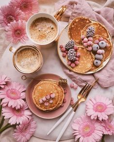 Yummy Treats, Sweet Treats, Yummy Food, Pause Café, Aesthetic Food, Cute Food, Coffee Time, Food Styling, Food Art