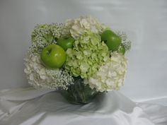 Apples & flowers - for the perfect Spring arrangement!