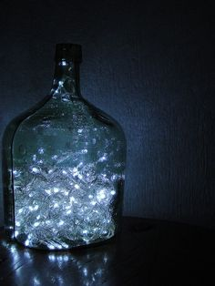 30 Christmas Lights Decorations With Glass Bottles - Decoration Love Magic Bottles, Bottles And Jars, Glass Bottles, Glass Jug, Apothecary Bottles, Bottle Art, Bottle Crafts, Big Bottle, Christmas Lights