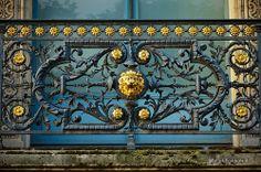 Palais du Louvre (75 - Paris 1er arrondissement) Louvre, Iron Art, France, Stair Railing, Paris, Wrought Iron, Decorative Boxes, Carving, Doors
