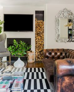 Chesterfield Sofa with Black and White Rug | Sabbe Interior Design