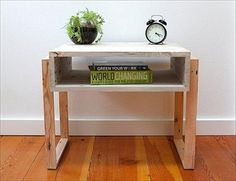 Wooden pallets furnishings are quite trendy at the present time. So, due to this reason we have brought some amazing ideas of recycled pallet night stands for Repurposed Furniture, Pallet Furniture, Furniture Plans, Kids Furniture, Furniture Making, Furniture Design, System Furniture, Bedroom Furniture, Furniture Chairs