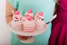 Billy's Bakery Vanilla Cupcakes with Vanilla Buttercream Frosting Recipe Strawberry Buttercream Frosting, Cupcake Frosting, Vanilla Cupcakes, Fun Cupcakes, Cupcake Cakes, Cup Cakes, Strawberry Icing, Rose Cupcake, Birthday Cupcakes
