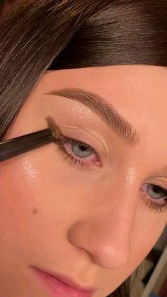 Simple Makeup Looks, Simple Eye Makeup, Blue Eye Makeup, Cute Makeup, Colorful Eye Makeup, Beauty Makeup, Skin Makeup, Hair Beauty, Simple Eyeshadow
