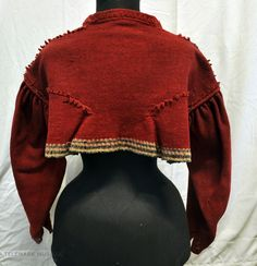 Fra protokollen: Umslags-kvendetrøye av vadmaal, karmosinraud, utsauma. World Cultures, Norway, Folk, Dress Up, Turtle Neck, Museum, Costumes, Clothes For Women, Sweaters