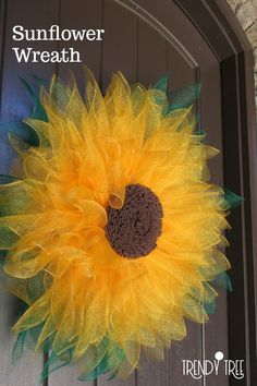 How to Make a Sunflower Wreath with Mesh. - - Want to make a sunflower wreath? We have the supplies you need to make this stunning sunflower wreath.or a flower wreath in any other color! Sunflower Burlap Wreaths, Burlap Flowers, Paper Flowers, Sunflower Tree, Sunflower Decorations, Sunflower Crafts, Floral Wreaths, Wreath Crafts, Diy Wreath