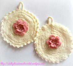 https://shabbychicandromanticcrochet.wordpress.com/2015/04/14/presine-alluncinetto-con-rosa-romantiche-e-shabby-chic-shabby-chic-and-romantic-crochet-pot-holder-with-rose/