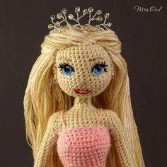 Интерьерная кукла вязаная крючком. Рост 17 см. Внутри проволочный каркас. Платье не снимается. Волосы можно расчесывать. В…