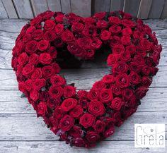 François J. Interiors www. Funeral Flower Arrangements, Funeral Flowers, Beautiful Roses, Beautiful Flowers, Casket Flowers, Sympathy Flowers, Bridesmaid Flowers, Arte Floral, Flower Boxes