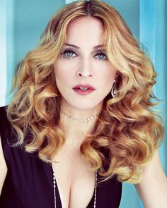 Madonna has made music that makes the people come together for decades. I love her ability to be unafraid of expressing her sexuality. Divas, Nicki Minaj, Justin Bieber, Madona, La Madone, Actrices Sexy, Guy Ritchie, Hommes Sexy, Celebrity Wallpapers