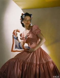 Vogue, May Kay Herman Wearing Red-And-White Gingham Evening Gown © Horst .P Horst 1940s Fashion, Fashion Wear, Modern Fashion, Fashion Models, Fashion Vintage, Ladies Fashion, 1940s Vintage Dresses, Vintage Fashion Photography, Fashion History