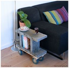 DIY Sidebord af fundablok med rå hjul under #fundablokke #fundablok #sidebord #bord #diy # møbel