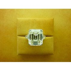 Emerald-cut 13.74ct Diamond my future husband should know that i deserve nothing less;)