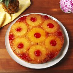 Upside-Down Cake This retro cake will flip your taste buds upside-down.This retro cake will flip your taste buds upside-down. Baking Recipes, Cake Recipes, Apple Pie Recipes, Quiche Recipes, Banana Bread Recipes, Delicious Desserts, Yummy Food, Simple Dessert Recipes, Easy To Make Desserts