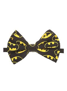 DC Comics Batman Logo Bow Tie from Hot Topic. Saved to Accessories. Batman Baby Clothes, Baby Batman, I Am Batman, Batman Logo, Batman Stuff, Batman Clothing, Superman, Estilo Geek, Batman Gifts