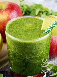 Centrifugato di rucola mela e zenzero: un mix sano, ricchissimo di vitamina C e sali minerali che stimola la digestione e favorisce la digestione.