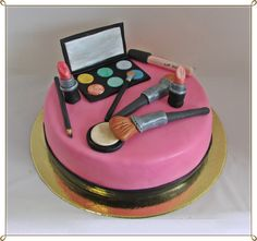 Make-up cake for cosmetician