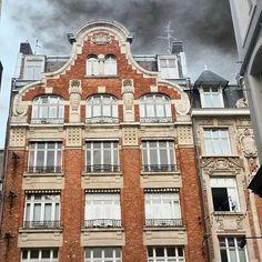 Ça sent l'orage à Lille ⚡⚡ #Lille #Lillemaville #Nord #Nordpasdecalais #Northernfrance #npdc #greysky #cielgris #archilovers #archi #architecture #igers #France #summer #été #holidays #vacances