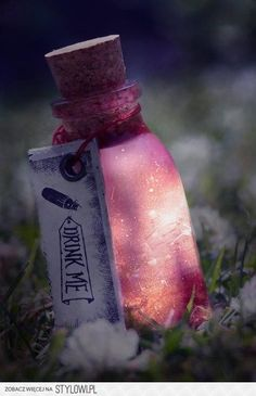 mysterious drink. Alice in wonderland. ITS SO PRETTYYYY.