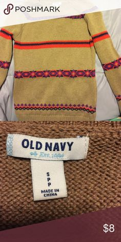 Holiday sweater ❄️Old Navy Sweater Beautiful sweater for fall and winter. It's in great condition only been worn once! Old Navy Sweaters Crew & Scoop Necks