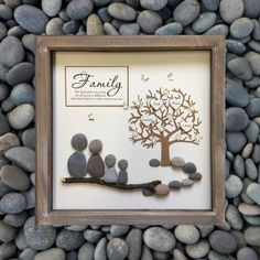 Parent gift family tree pebble art mother family gift family tree picture p New Baby Gifts, Gifts For Family, Gift For Parents, Family Gift Ideas, Cadeau Parents, Family Tree With Pictures, Baby Pictures, Pebble Art Family, Family Tree Frame