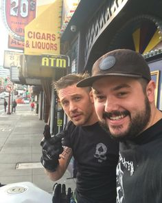 Tom Hardy got this embarrassing tattoo after losing a bet with Leonardo DiCaprio Tom Hardy Tattoos, Tom Hardy Hot, Actor Secundario, Leo Tattoos, Matthew Mcconaughey, Most Beautiful Man, Good Looking Men, Couple Pictures, Man Crush