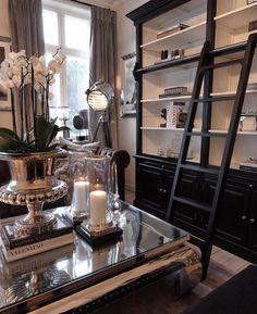 Beautiful Black and White bookcase.my kind of library! Black Bookshelf, White Bookshelves, Built In Bookcase, Bookcases, Black Decor, White Decor, Silver Living Room, Parisian Bedroom, Home Office Decor