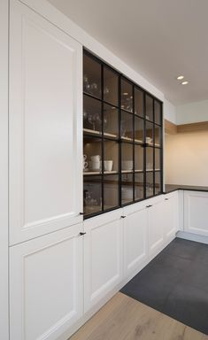 Kitchen Room Design, Home Decor Kitchen, Cosy House, Pantry Design, Kitchen Gallery, Glass Cabinet Doors, Smart Kitchen, Built In Cabinets, House Design