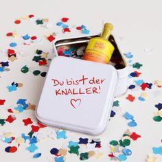 Valentinsgeschenk Du bist der Knaller: kleine Knalltüte mit viel Liebe gemacht. Valentinsgeschenk Du bist der Knaller gibt es exklusiv nur bei design3000.de